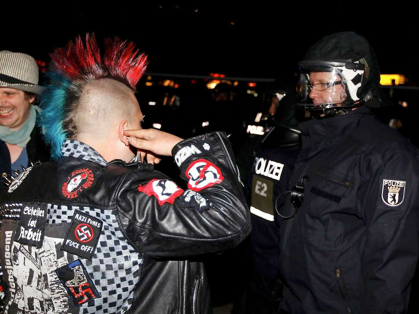 Punk vs. Staatsmacht. Foto: Reuters