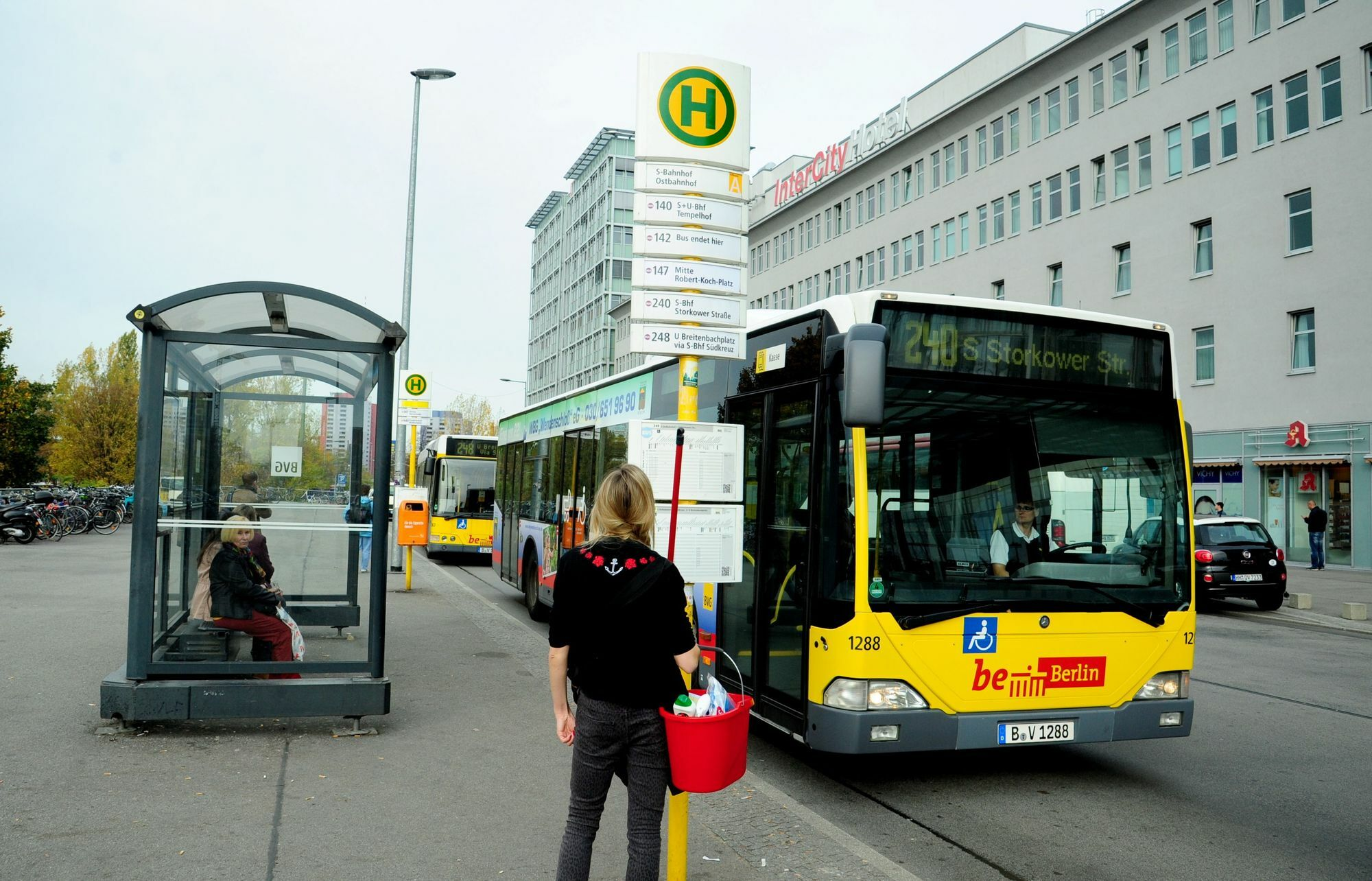 verkehr in berlin bvg bekommt bus mit anh nger berlin tagesspiegel. Black Bedroom Furniture Sets. Home Design Ideas