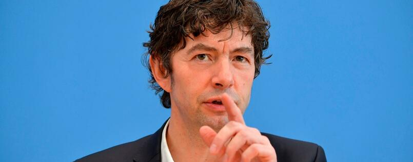 https://www.tagesspiegel.de/images/christian-drosten-director-of-the-institute-of-virology-at-berlins-charite-hospital-gives-a-press-conference-in-berlin-on-march-9-2020-to-comment-on-the-spread-of-novel-coronavirus-in-the-country-the-number-of-coronavirus-cases-in-germany-has-passed-1-000-official-data-from-the-robert-koch/25644088/1-format6001.jpg?inIsFirst=true