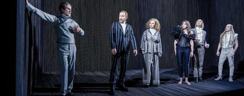 """Der Menschenfeind"" von Molière in der Inszenierung von Anne Lenk, miz Ulrich Matthes, Manuel Harder, Lisa Hrdina, Franziska Machens, Jeremy Mockridge, Elias Arens"