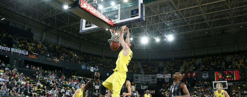 Alba Berlin brachial: Tony Gaffney dunkt in Bilbao.