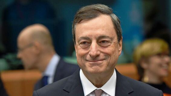 Mario Draghi pumpt über Anleihekäufe Geld in den Markt.