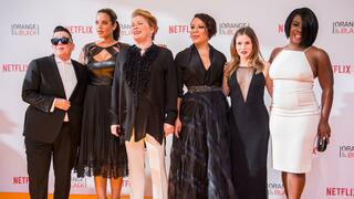 "Die Schauspielerinnen Lea DeLaria (""Big Boo""), Dascha Polanco (Dayanara Diaz), Kate Mulgrew (Red), Selenis Leyva (Gloria Mendoza), Yael Stone (Lorna Morello) und Uzo Aduba (Suzanne Warren ""Crazy Eyes"") bei der Europapremiere der Netflix-Serie ""Orange Is the New Black in der Kulturbrauerei."