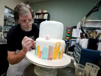 "Frommer Christ. Jack Phillips in seinem ""Masterpiece Cakeshop"" in Lakewood, Colorado."