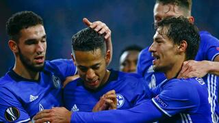 Football Soccer - FC Schalke 04 v OGC Nice - Europa League Group Stage - Veltins Arena, Gelsenkirchen, Germany - 24/11/16 - Schalke's Dennis Aogo celebrates with team mates after he scored a penalty goal against Nice. REUTERS/Wolfgang Rattay