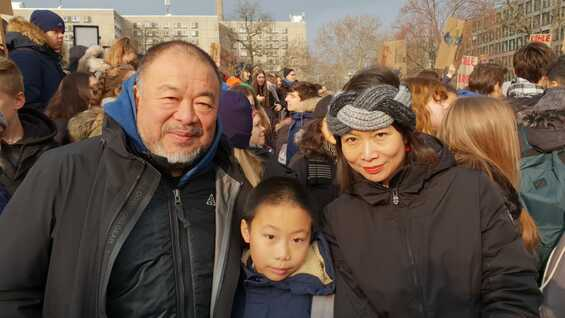 Ai Weiwei, son, partner, join the protest of the youth in Berlin and worldwide..
