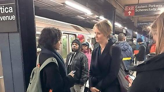 Cynthia Nixon in der Subway