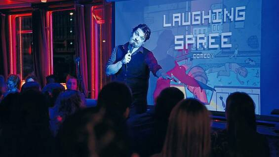 "Berliner Comedians sind deshalb so freundlich zueinander, weil nichts zu holen ist, sagt Chris Doering, deutscher Gastgeber der internationalen Show ""Laughing Spree Comedy"","