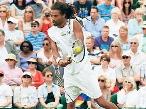 Dustin Brown beim Volley.