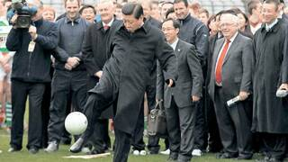 Volleyrepublik China. Präsident Xi Jinping am Ball.