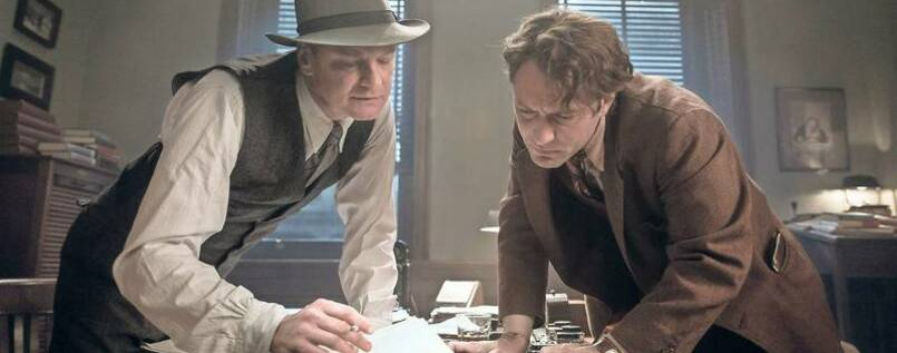 "Feinschliff. Lektor Perkins (Colin Firth) und Autor Thomas Wolfe (Jude Law) in ""Genius""."
