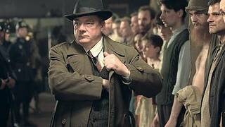 "Hohe Erwartungen: Ermittler Wolter (Peter Kurth) in ""Babylon Berlin"" ."