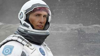 "Matthew McConaughey reist in Christopher Nolans ""Interstellar"" durch ein Wurmloch."