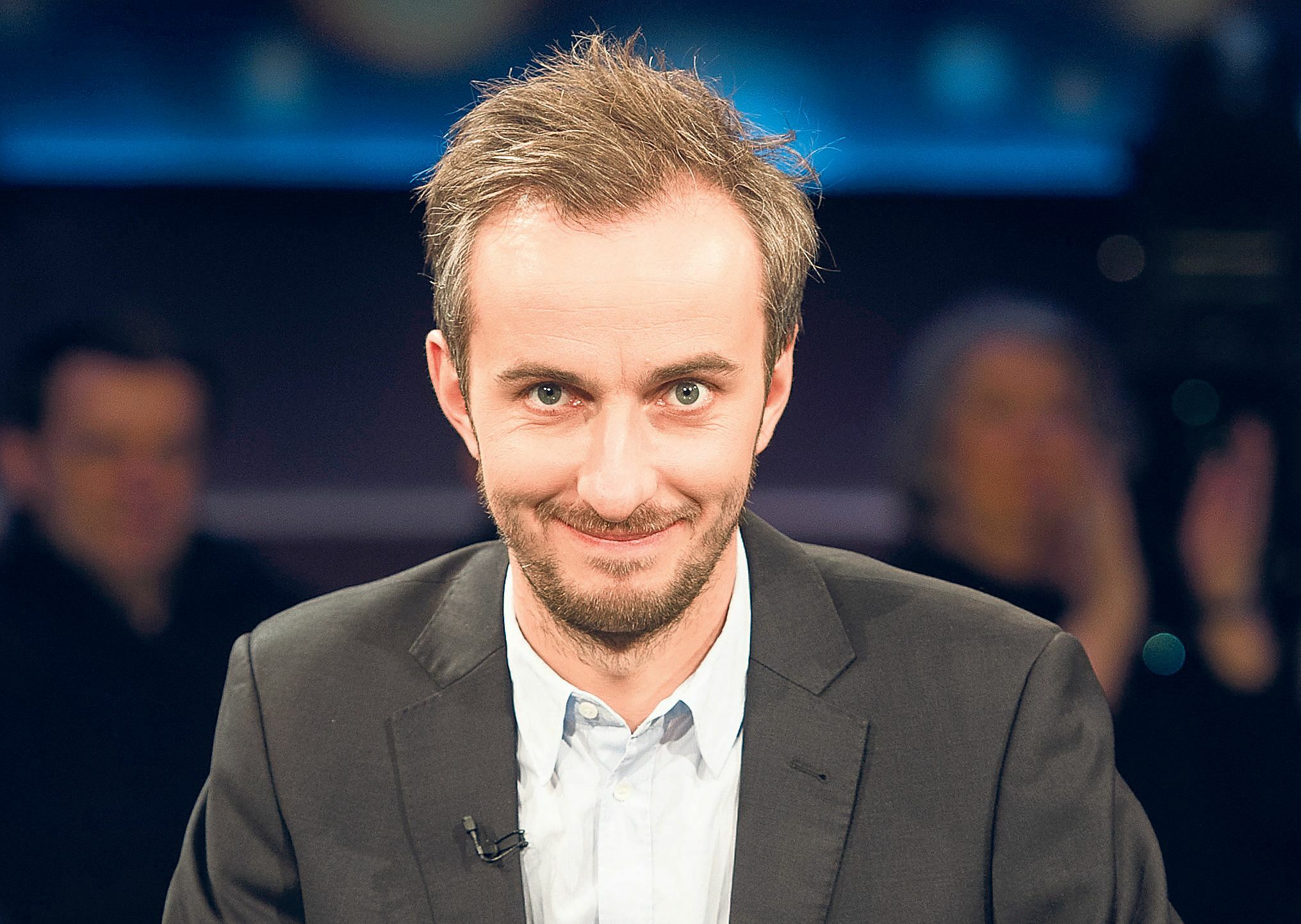 Satiriker Jan Böhmermann verklagt Angela Merkel