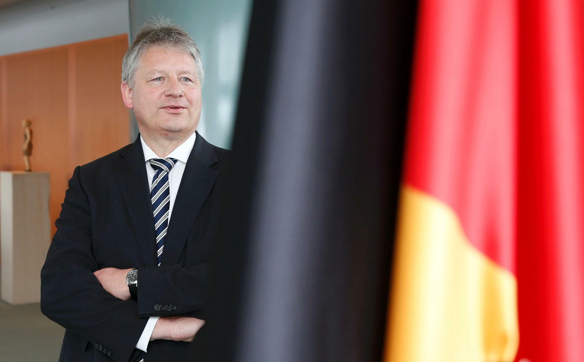 http://www.tagesspiegel.de/images/kahl-designated-new-president-of-the-german-federal-intelligence-agency-bnd-poses-for-a-picture-at-the-chancellery-in-berlin/13509756/1-format43.jpg