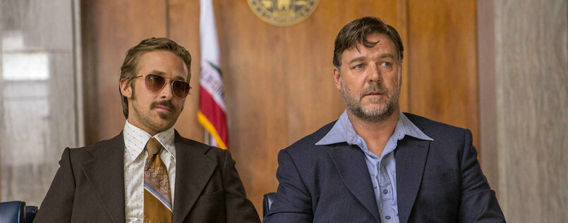 "Ryan Gosling als Holland March und Russell Crowe als Jackson Healy in ""The Nice Guys""."
