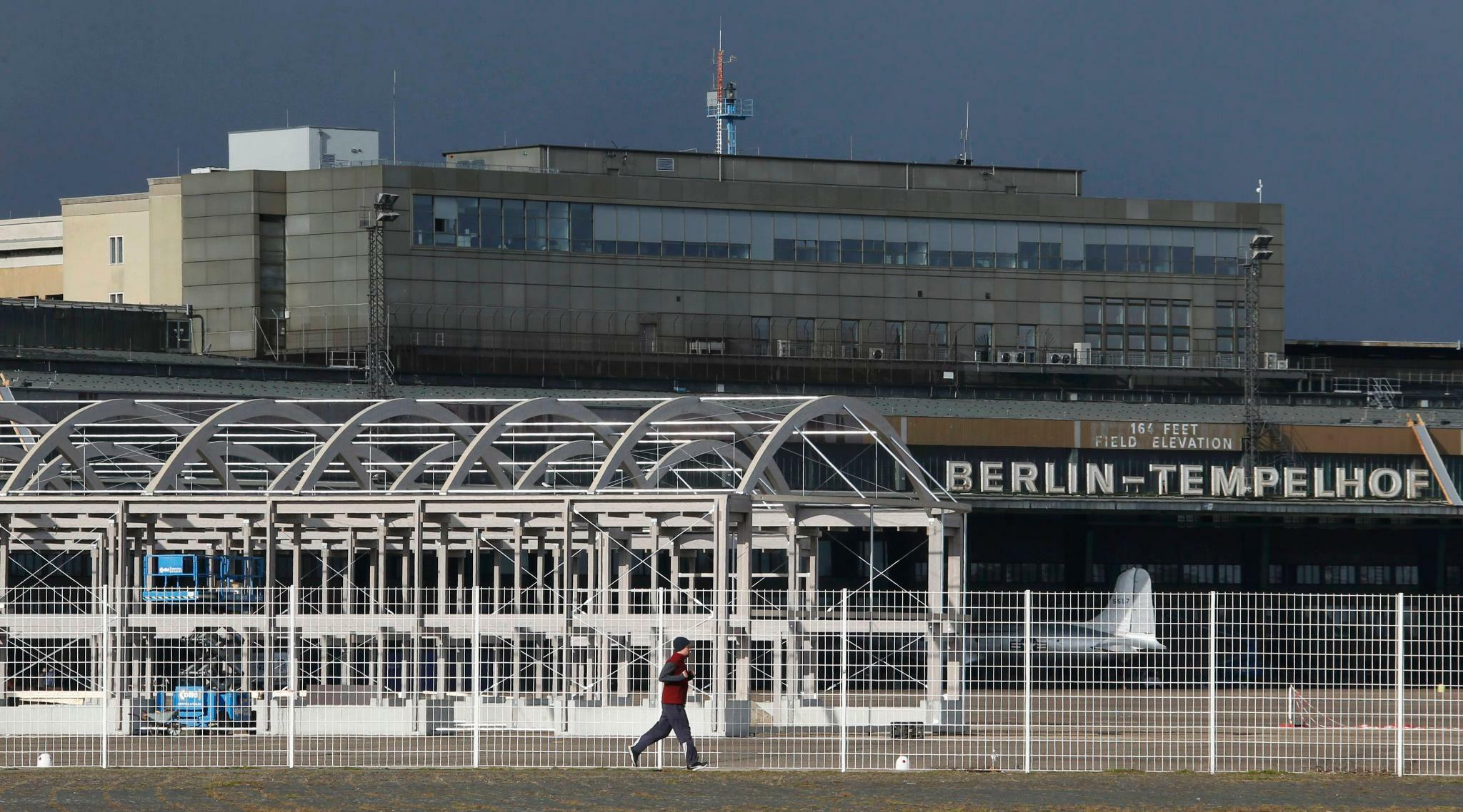Fl Chtlinge In Berlin Tempelhof Senat Erkl Rt