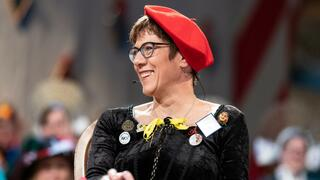 Annegret Kramp-Karrenbauer (AKK) beim Narrengericht in Stockach.