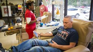 Blutspender im OneBlood Blood Donation Center von Orlando.