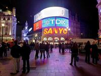 Analoges Geblinke: Was am Piccadilly Circus in London als Attraktion gilt, macht im Internet Ärger. Foto: dpa