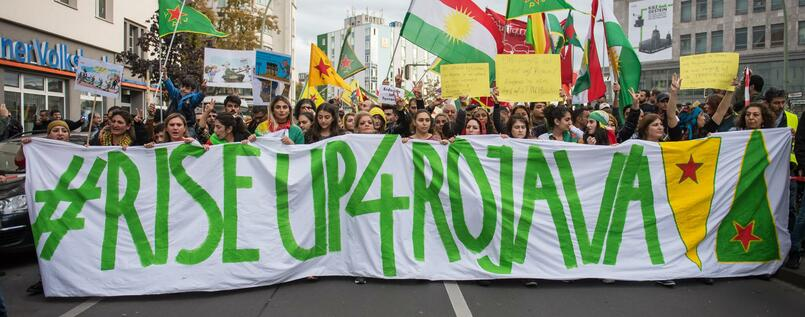 "Demonstrierende der Gruppe ""Riseup4Rojava"" am Sonntag in Berlin."