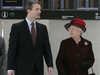 Queen in London-Heathrow Foto: AFP