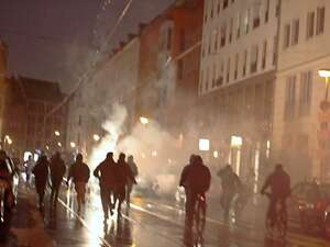 "Left-wing radicals rioted in Berlin's Mitte district in protest against the eviction of the former squat ""Liebig 14"" in Friedrichshain. Photo: Tsp"