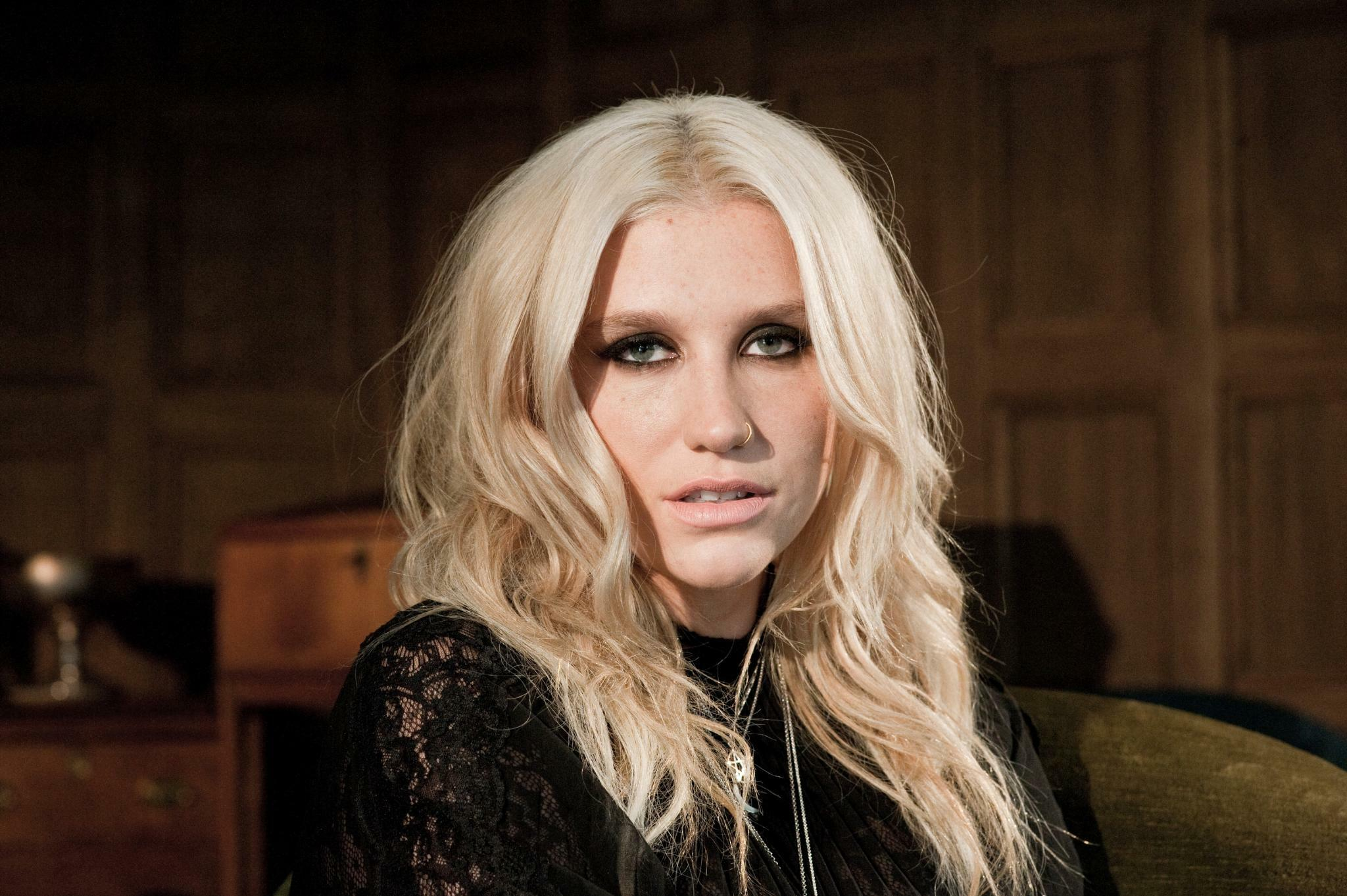 31 Kesha Hot Sexy Makeup Pictures Show Her Looks After