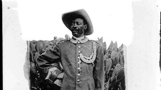 Der namibische Nationalheld Samuel Maherero in Uniform