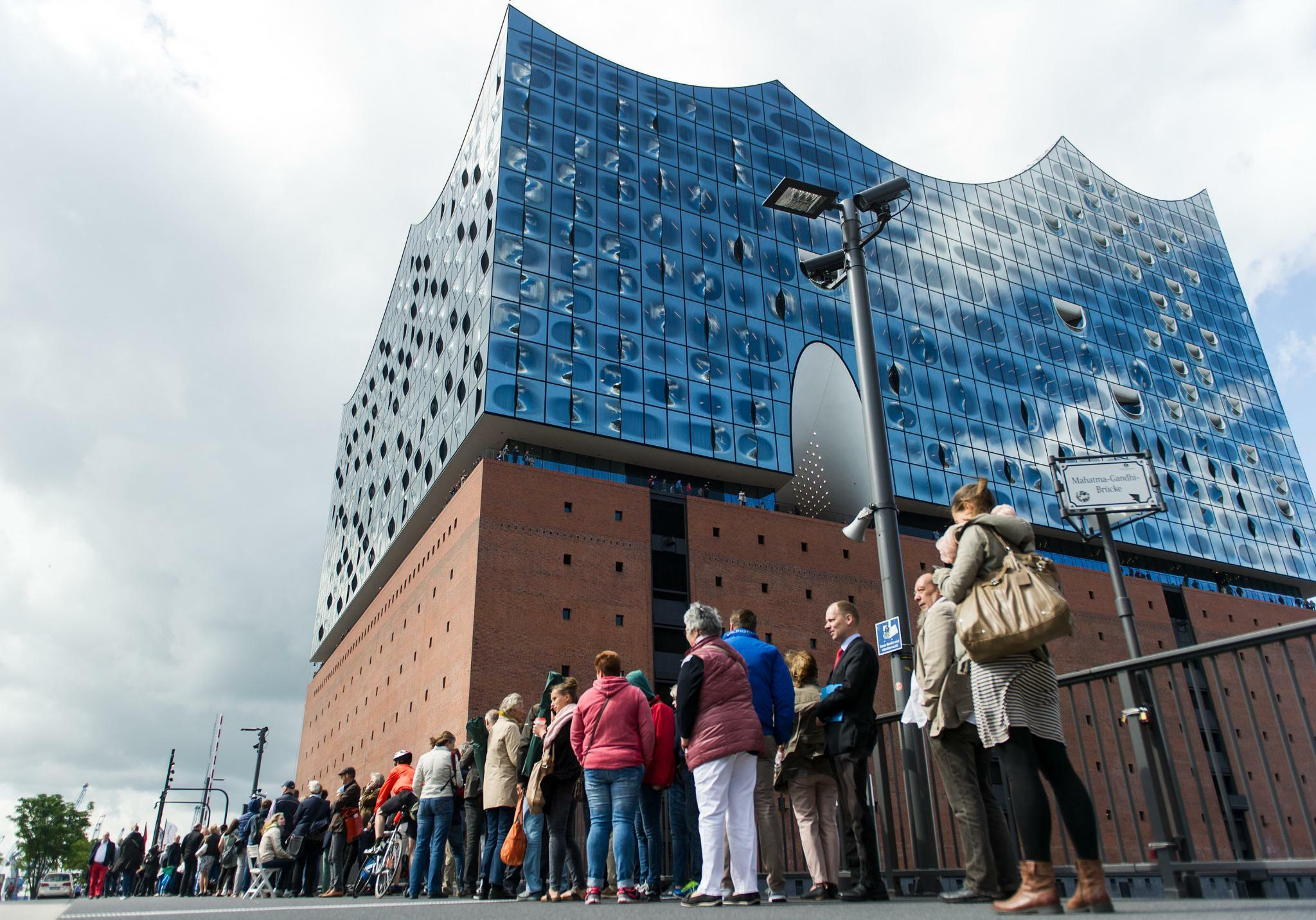 hamburg ab herbst public viewing von elbphilharmonie. Black Bedroom Furniture Sets. Home Design Ideas