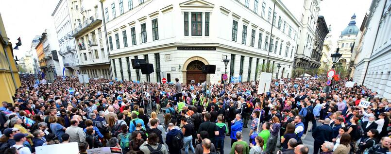 Proteste vor der Central European University in Budapest am Dienstag.