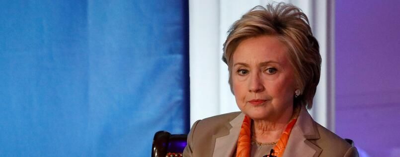 "Hillary Clinton meldet sich mit der Initiative ""Onward Together"" zurück."