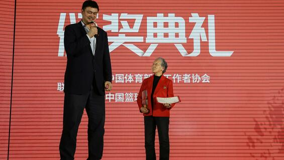 Yao Ming (links) löste die Basketball-Euphorie in China aus.