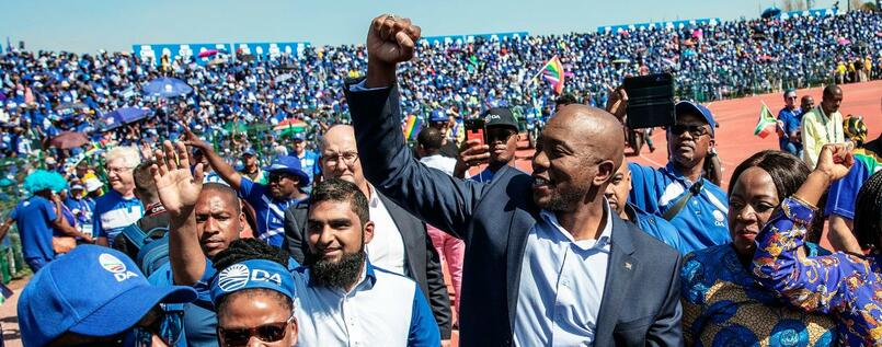 Mmusi Maimane (Mitte), Chef der Oppositionspartei Democratic Alliance (DA).