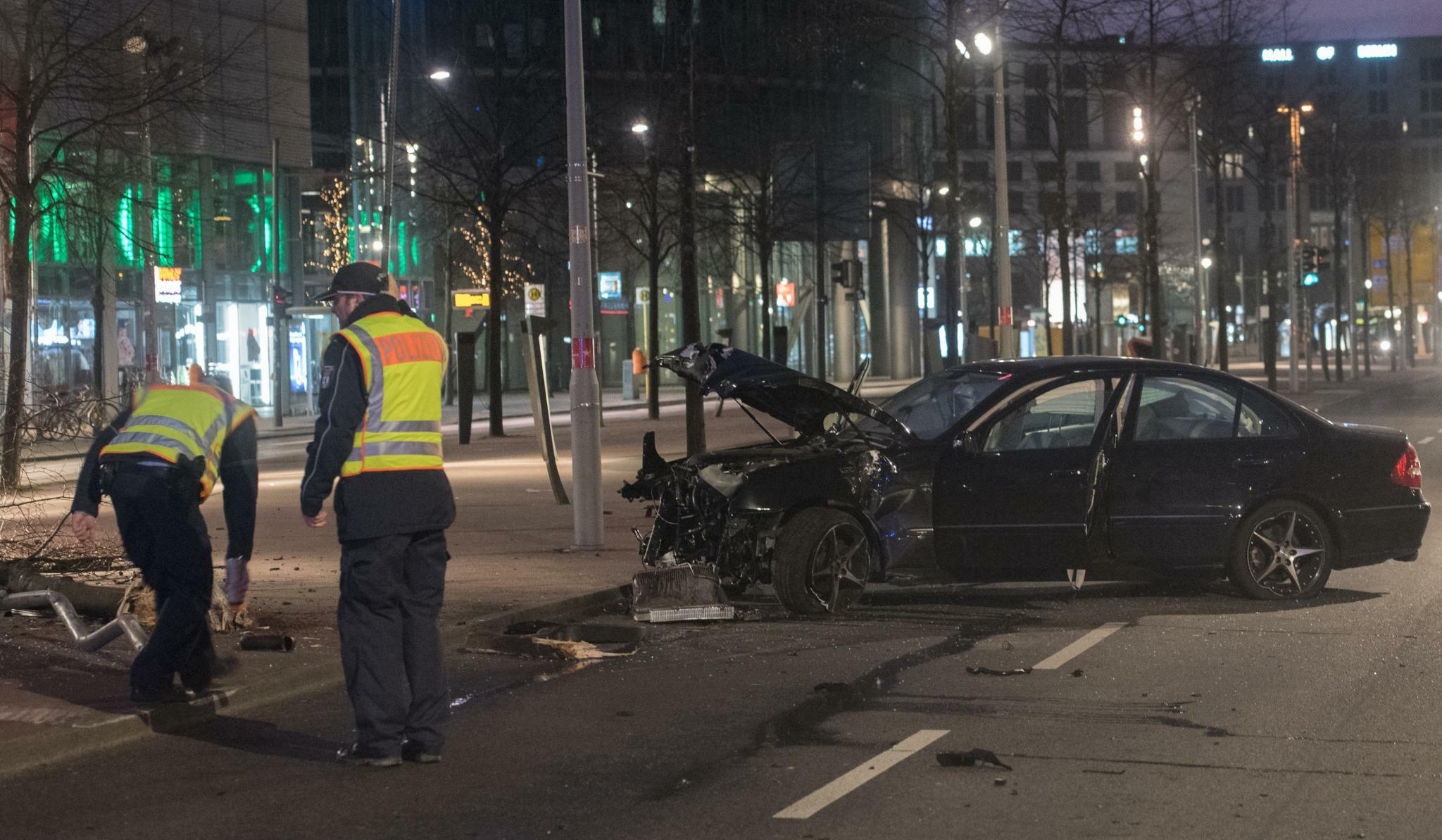 Potsdamer Platz in Berlin: Autounfall am \