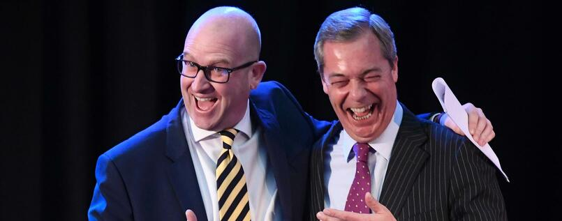 Paul Nuttall (l) mit Nigel Farage in London.