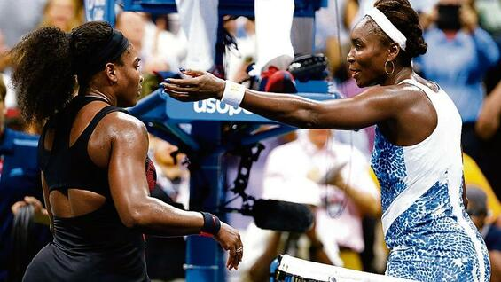 Serena (links) und Venus Williams begeisterten die Zuschauer in New York.
